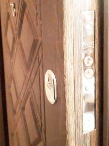 D61-chocolate-front-door-maximum4
